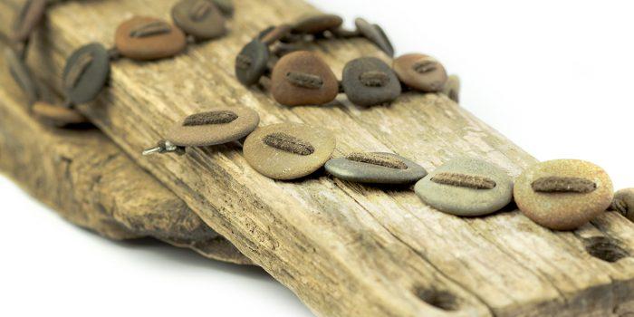 Armband met ruwe steen en leer
